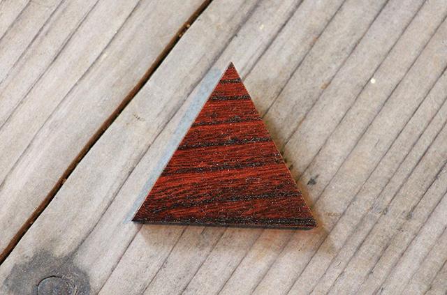 漆塗り ブローチ 自然素材 木